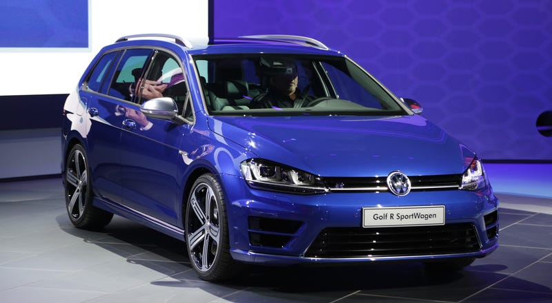 Illustration for article titled The 300 HP VW Golf R SportWagen Is The Ultimate Forbidden Wagonfruit