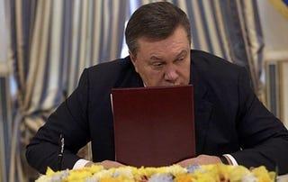 Illustration for article titled Janukovics testőrei tüzet nyitottak. Vagy éppen ellenkezőleg