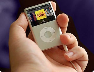 Illustration for article titled New iPod Nano Picture; Mock-Up Or Apple Cock-Up?