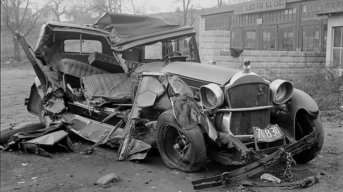 These vintage photos of early car wrecks will make you grateful for ...