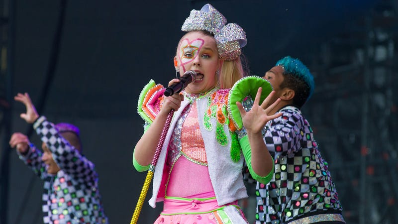 Illustration for article titled JoJo Siwa's Makeup Line Recalled By the FDA For 'Dangerous' Levels of Asbestos