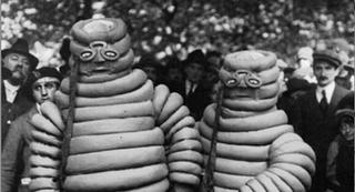 Illustration for article titled A délelőtt képe: búbánatos Michelin-babák a XX. század elejéről