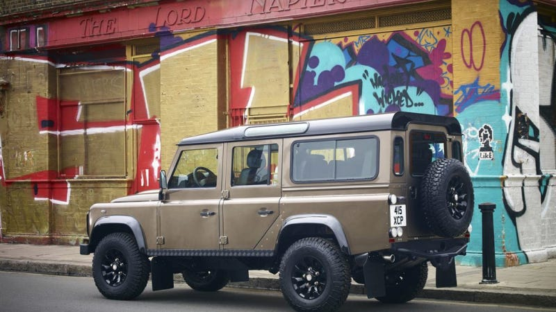 Illustration for article titled Land Rover Says The Defender Will Be Dead In A Couple Of Years