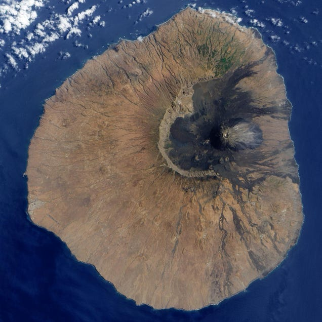 An Ancient Volcanic Collapse Triggered an 800 Foot Tsunami Wave