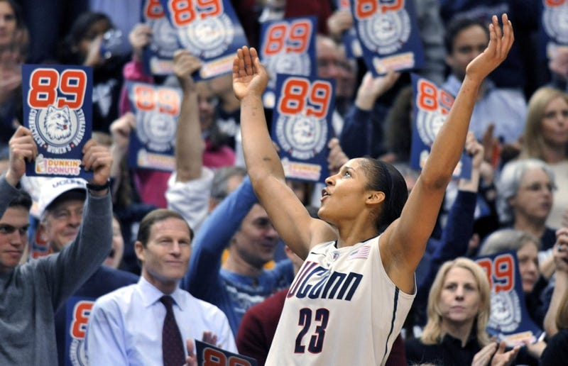 Illustration for article titled UConn Reignites Timeworn Basketball Battle Of The Sexes