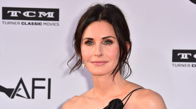 Courteney Cox to Star in Pilot For Starz Haunted House Comedy Shining Vale