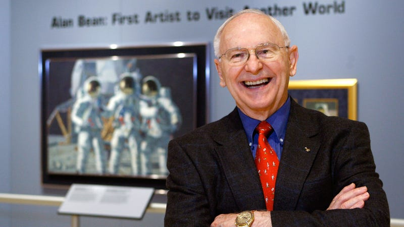 Illustration for article titled Astronaut Alan Bean, the Fourth Man to Walk on the Moon, Has Died at 86