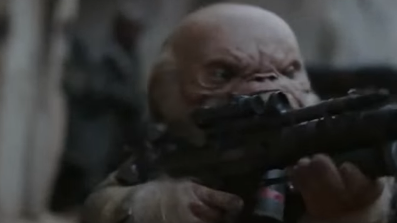 Illustration for article titled Three Decades Later, Star Wars Finally Gives Warwick Davis a Blaster Rifle
