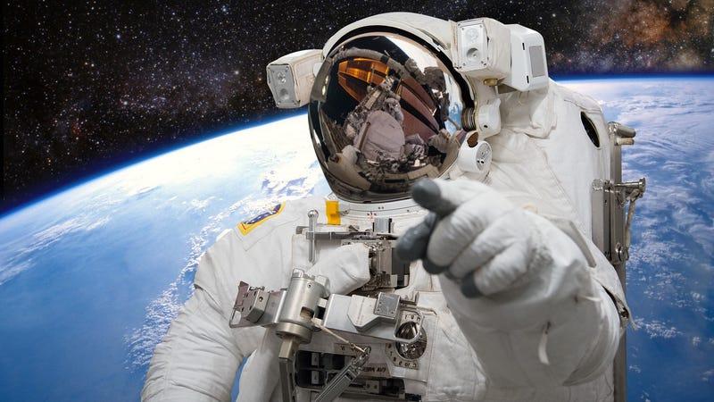 Illustration for article titled El príncipe nigeriano que te ofrecía dinero ahora es un astronauta atrapado en el espacio