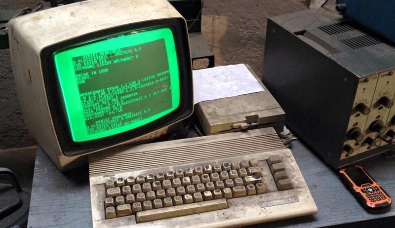 Illustration for article titled This Old-Ass Commodore 64 Is Still Being Used to Run an Auto Shop in Poland