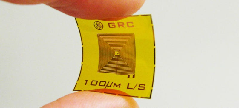 Illustration for article titled This Stamp-Sized Sensor Can Sniff Out Explosives Using RFID Tags
