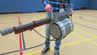 Illustration for article titled Team Fortress 2's Beloved Minigun, Remade With LEGO Bricks
