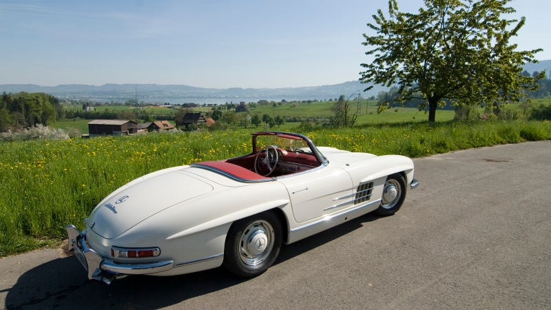 Illustration for article titled A Mercedes 300SL Roadster In The Swiss Alps