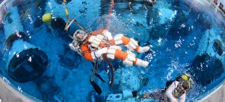 Illustration for article titled Watch Astronauts Practice Drilling an Asteroid Underwater