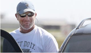 Illustration for article titled Angry Readers Defend Brett Favre
