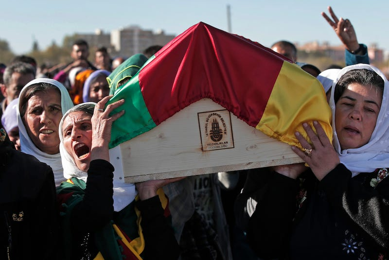 Illustration for article titled Syrian Mourners Carry Coffin of Female Kurdish Fighter Killed at 20