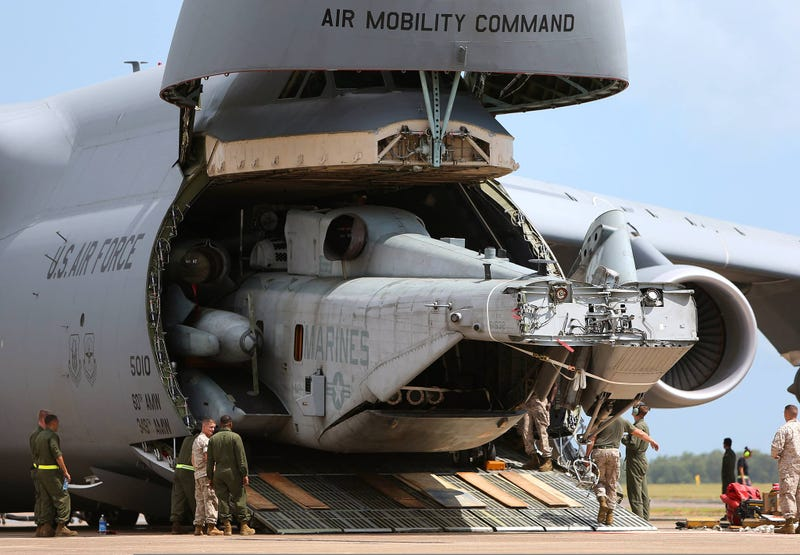 Illustration for article titled This Shot Of A C-5 Galaxy Regurgitating A CH-53E Super Stallion Is Crazy