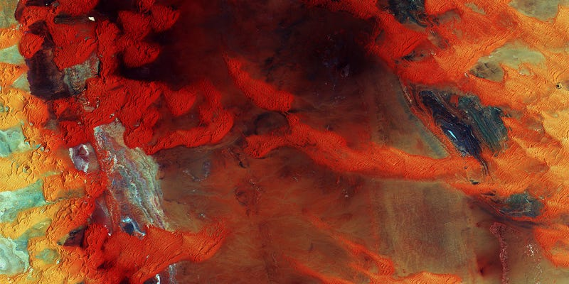 Illustration for article titled Libya's Dunes Look Like a Rusty Steel Plate From Space