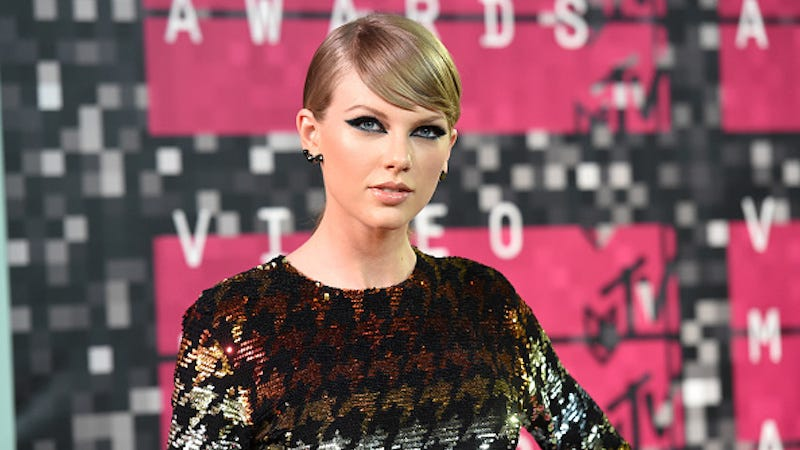 Illustration for article titled Taylor Swift Pulls a Grinch Move, Files to Trademark 'Swiftmas'