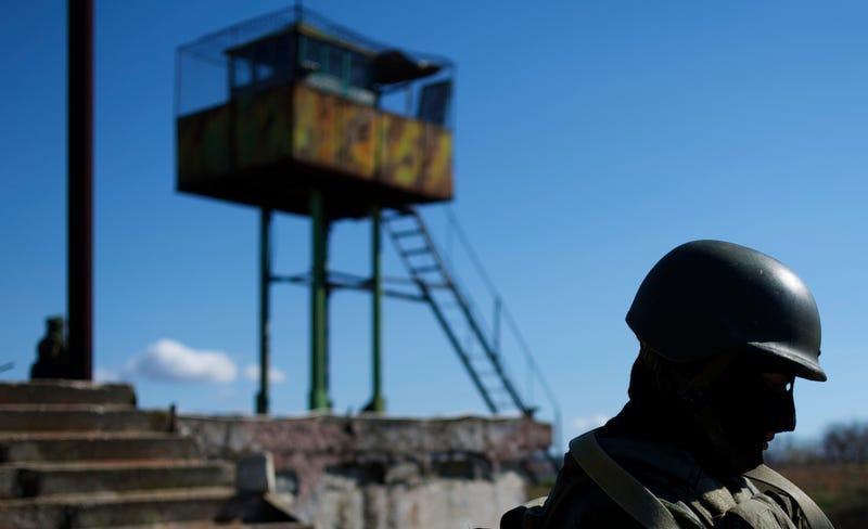 Soldado ruso en un puesto de lanzamiento de misiles antiaéreos soviético. AP