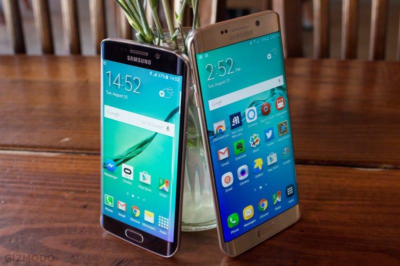 Galaxy S6 Edge (izquierda) y Galaxy S6 Edge Plus (derecha). Imagen: Sean Hollister / Gizmodo