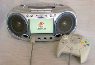 Illustration for article titled Dreamcast Boombox Is The DIY Project You Were Looking For Today