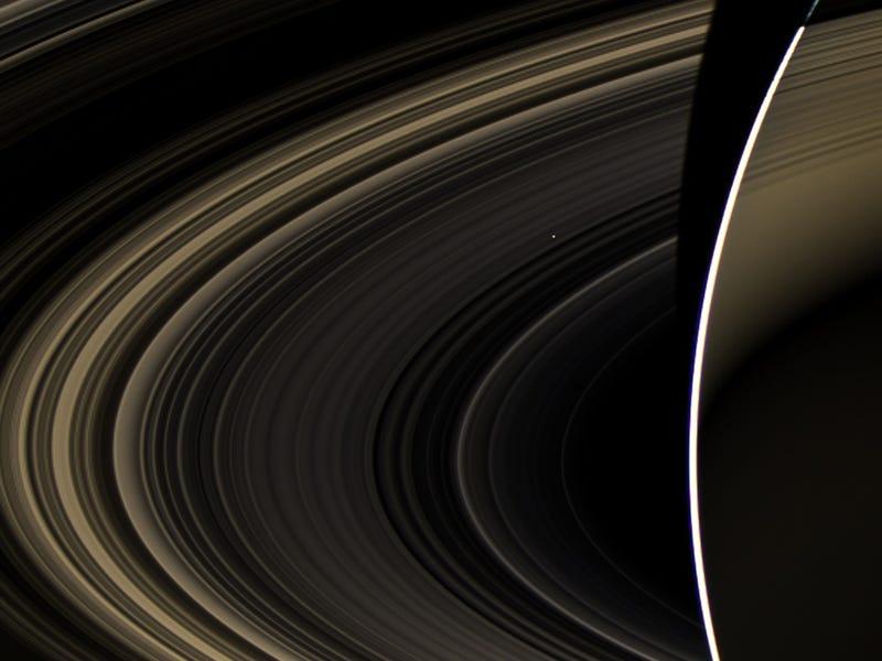 Illustration for article titled Así se ve Venus desde los anillos de Saturno: como un diminuto píxel