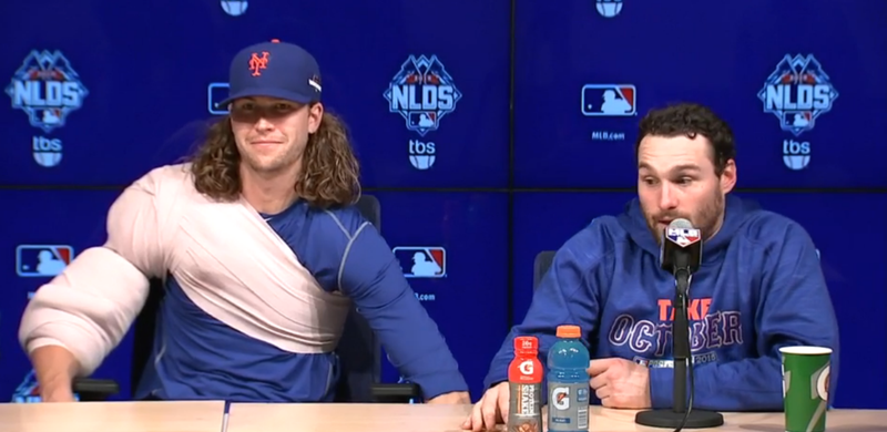 Illustration for article titled Mets Press Conference Descends Into Chair-Lowering Prank Contest