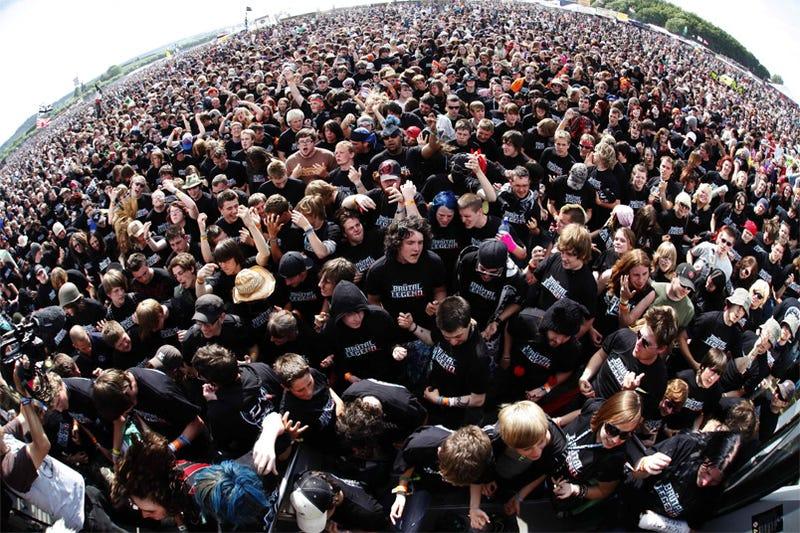 Illustration for article titled Brutal Legend Fans Set Air Guitar World Record