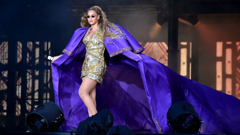 Beyonce performs in purple Peter Dundas on stage during the 'On the Run II' Tour with Jay-Z  on June 9, 2018 in Glasgow, Scotland.