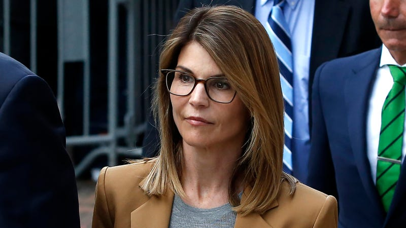 Illustration for article titled Judge Sentences Lori Loughlin To 100 Hours Of Community Theater