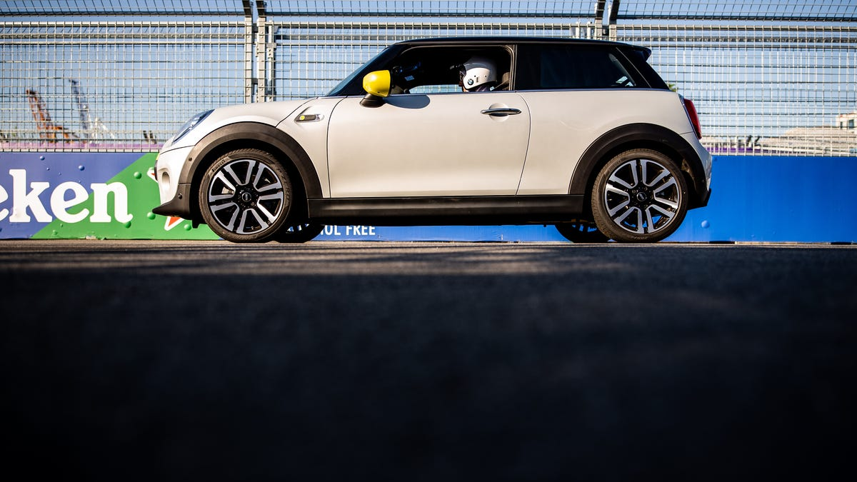 The Electric Mini Cooper SE Is a Lot of Fun  But Is That Enough?