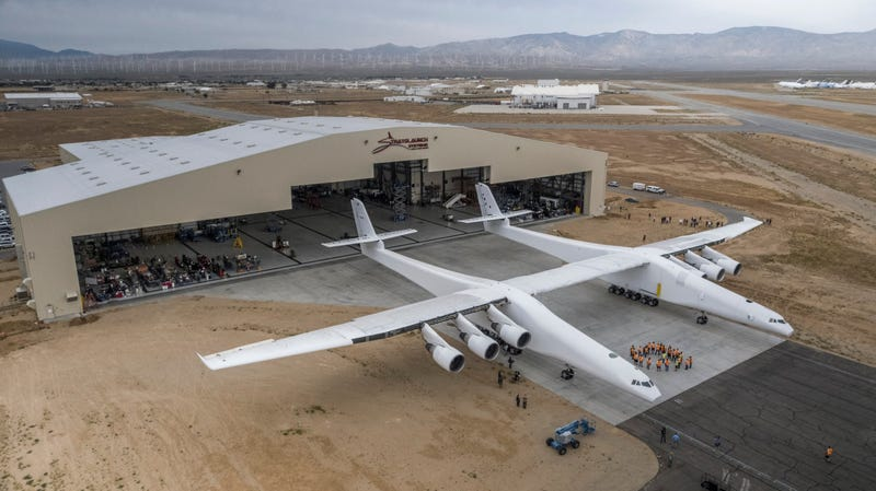 Illustration for article titled World's Largest Plane Takes Off For The First Time