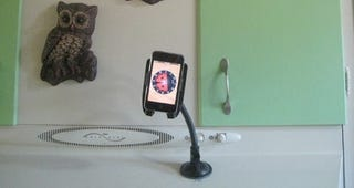 Illustration for article titled Use a Smartphone Car Mount as a Kitchen Helper