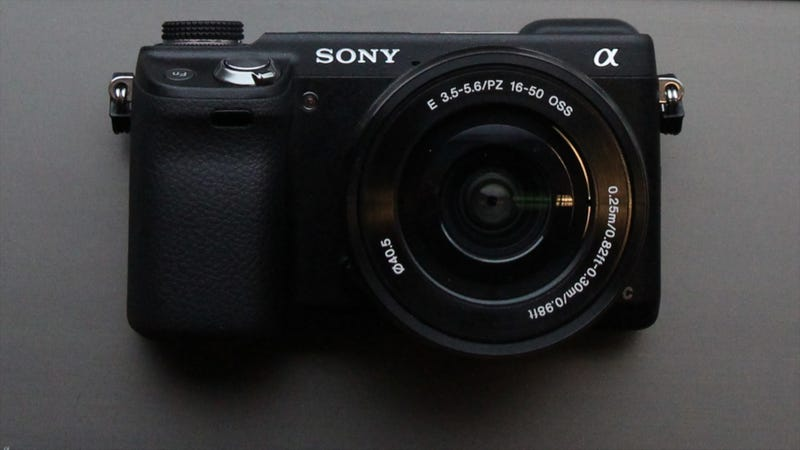 Illustration for article titled Sony NEX-6: Inexpensive, Compact, Slick Handling—The Perfect DSLR Compromise?