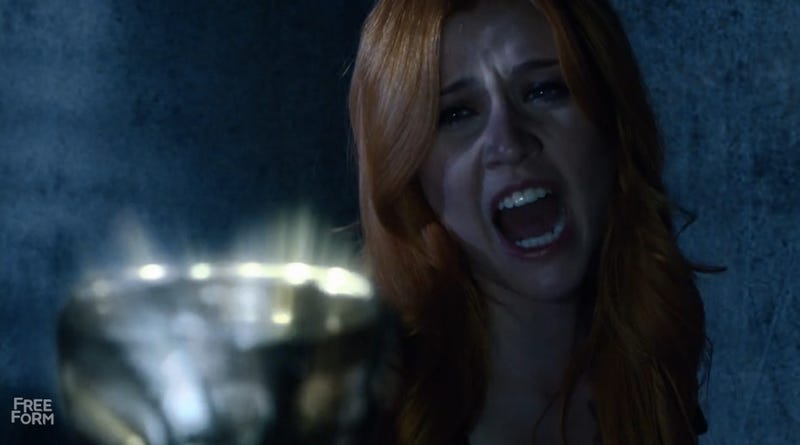 Illustration for article titled Clary Is No Longer the Most Annoying Character on Shadowhunters
