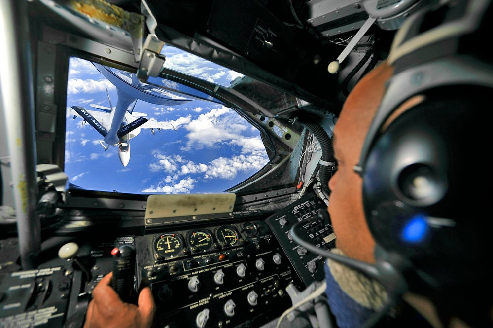 Confessions Of A USAF KC-135 'Flying Gas Station' Boom ... B2 Cockpit Panorama
