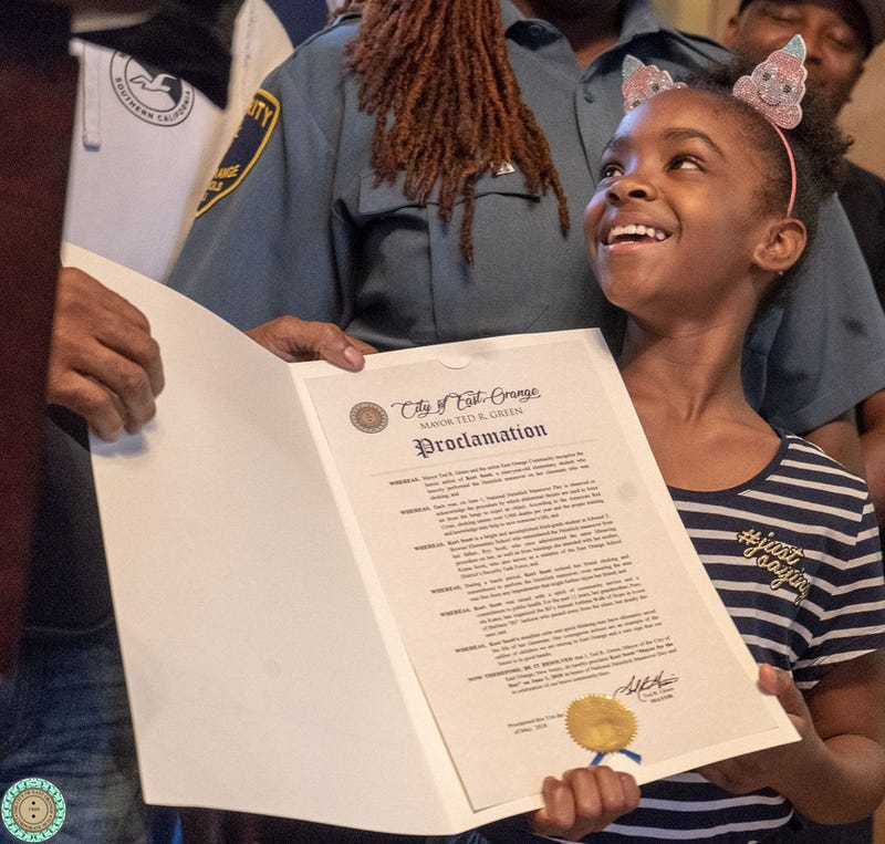 Illustration for article titled New Jersey 3rd-Grader Becomes Mayor for a Day After Saving Friend From Choking by Using Heimlich Maneuver
