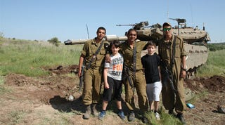 Illustration for article titled Father Takes Kids To Israel To Teach About Real War