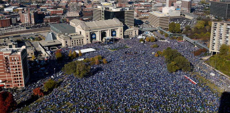 Illustration for article titled Nearly Twice As Many People As Live In Kansas City Attended The Royals' Parade