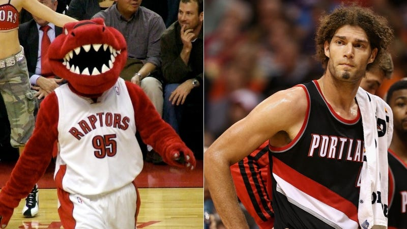 Illustration for article titled Robin Lopez Has Some Mysterious Beef With The Raptors' Mascot