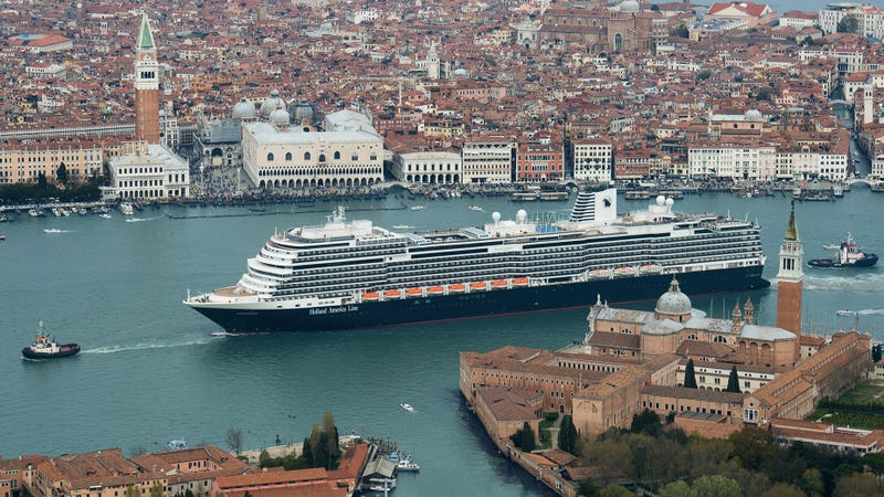 The ms Koningsdam in Venice.