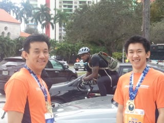 Illustration for article titled A Bicycle-Mounted LeBron James Photobombed The Miami Marathon