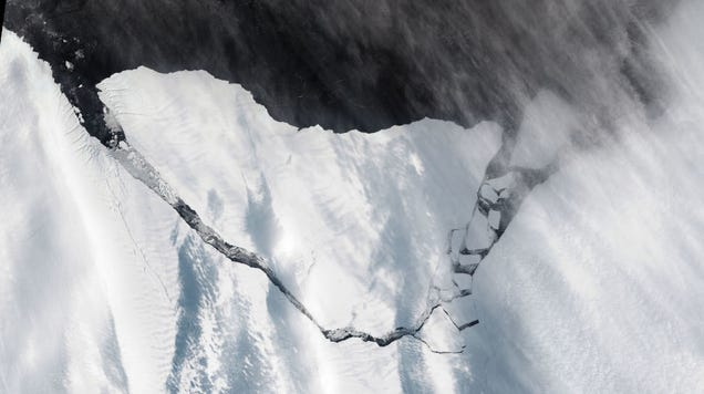 New Satellite Images Show Earth s Latest Gigantic Iceberg