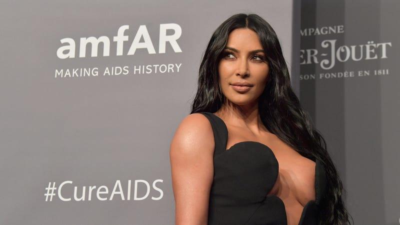 Illustration for article titled Kim Kardashian Doesn't Smile to Avoid Wrinkles