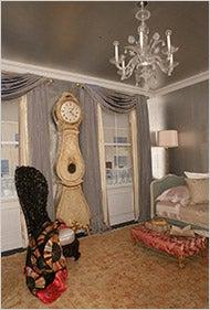 Illustration for article titled 85-Year-Old Gloria Vanderbilt Recreates Childhood Room