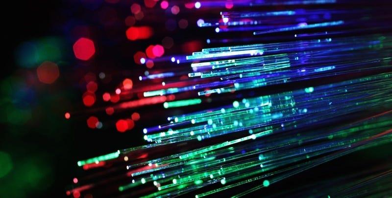 Illustration for article titled Consiguen teletransportar información cuántica a una distancia récord: 102 kilómetros