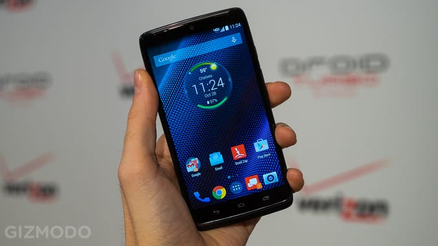 Droid turbo hands on a super powered smartphone that lasts for days