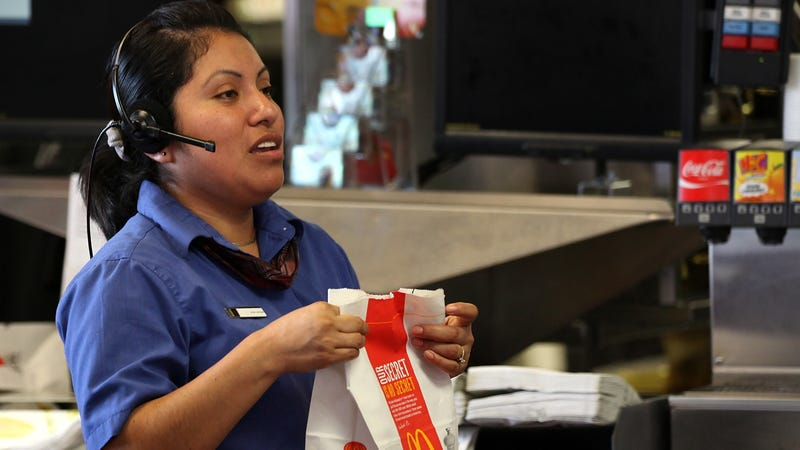 Illustration for article titled Fast-food workers can now be paid same-day via apps