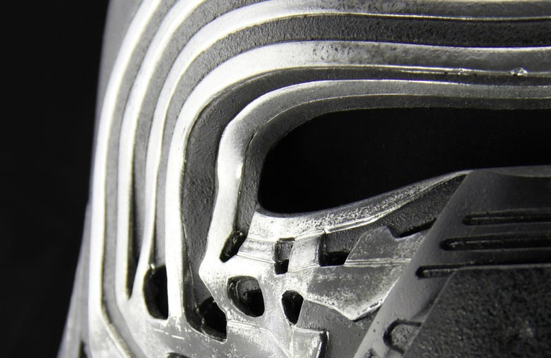 Illustration for article titled Study Every Crack On Kylo Ren's Helmet With This Amazing New Collectible